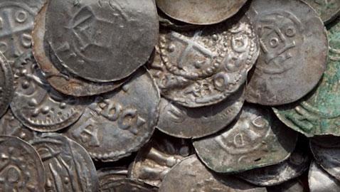 العثور على كنز تاريخي في ألمانيا يحتوي على عملة عربية