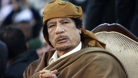 لأول مرة.. الكشف عن كيفية معرفة قتلة القذافي مكانه في يوم اغتياله