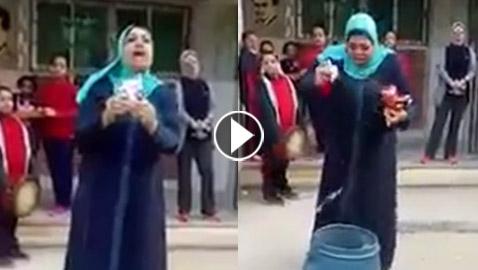 بالفيديو.. مديرة مدرسة تمنع الشيبس والمقرمشات وتتلفهم امام الطلاب