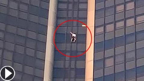 بالفيديو.. مغامر يتسلق أعلى ناطحة سحاب بدون معدات أمان كسبايدرمان